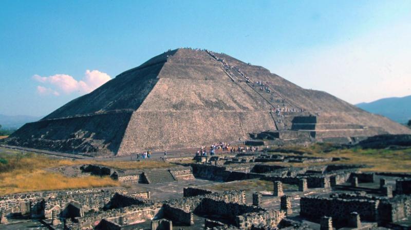 3 Guatemala Pyramid Tikal 2